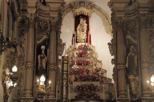 Imagem de Nossa Senhora do Carmo no altar mor